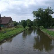 Naše řeka Moravská Dyje z mostu u železniční zastávky Dačice – město