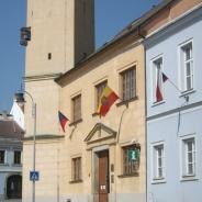 Moravské vlajky na moravských radnicích