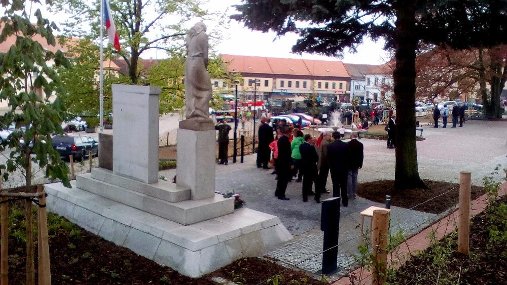 pomník 2